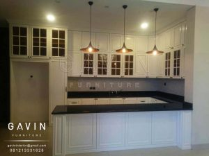 kitchen set klasik dengan island finishing duco