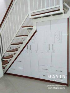 Lemari bawah tangga minimalis warna putih glossy Q2960