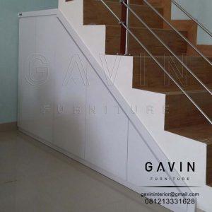 lemari dibawah tangga finishing HPL white id3011
