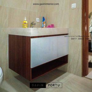 design kabinet wastafel kamar mandi minimalis di kosambi id3408