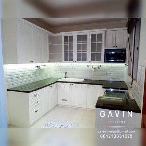 contoh kitchen set letter u warna putih kombinasi hitam